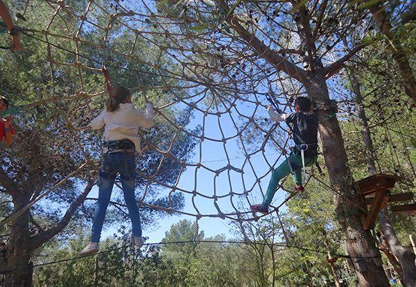"""JUNGLE PARC MALLORCA  ¡Una de nuestras recomendaciones más especiales que podréis ver en nuestra revista """"Tu peque en Mallorca""""!.  Nosotros hemos estado esta semana y os aseguramos que no os podéis perder este circuito de aventuras."""