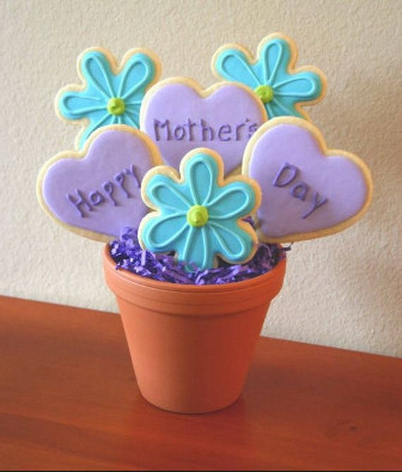 Homemade Mothers Day Craft Gift Ideas--by I would paint pot too.