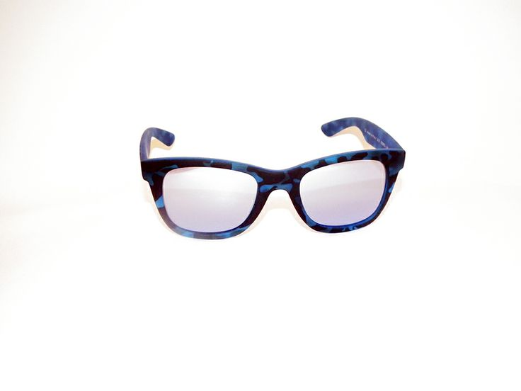 Occhiale sole Italia Independent 090L. Montatura in acetato, blu maculato. Lenti grigio specchiate. Modello unisex. http://www.otticagelmi.com/shop/donna/occhiale-sole-italia-indipendent-090l/