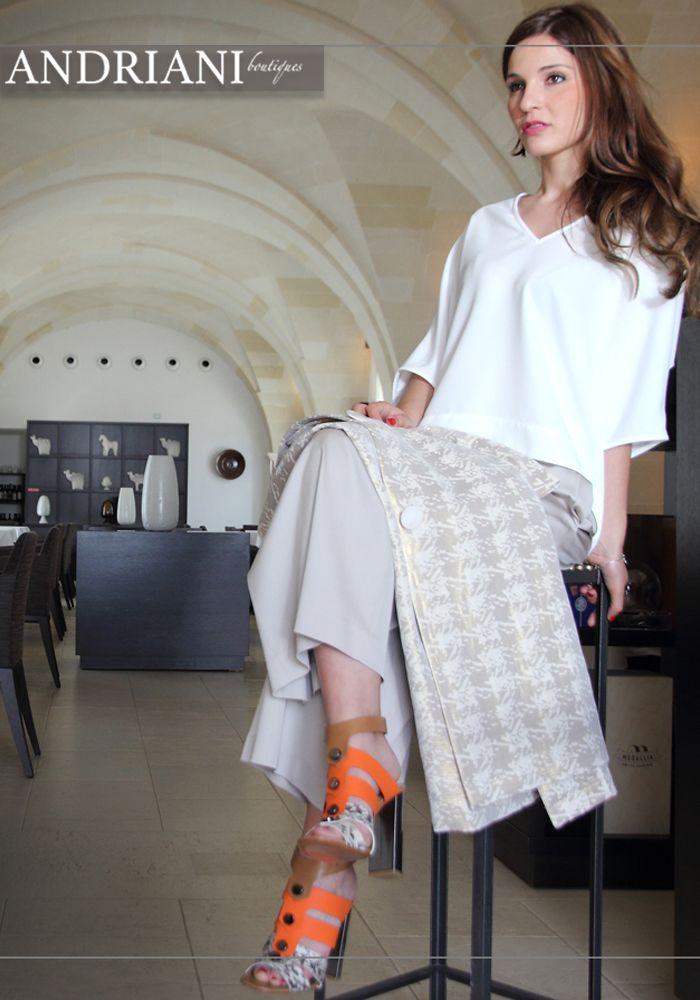 Per uno stile sofisticato, scegli nuance sobrie con accessori in contrasto. #andriani> goo.gl/cYNLHx