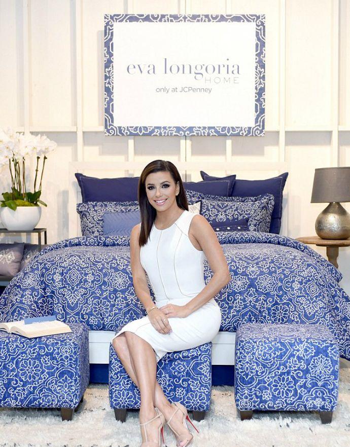 Ева Лонгория выпустила коллекцию текстиля для дома - http://russiatoday.eu/eva-longoriya-vypustila-kollektsiyu-tekstilya-dlya-doma/ Дебют «отчаянной домохозяйки» в индустрии дизайнаАктриса, посланница красоты L'Oreal Paris, продюсер и автор поваренной книги Eva's Kitchen Ева Лонгория решила освоить професс�