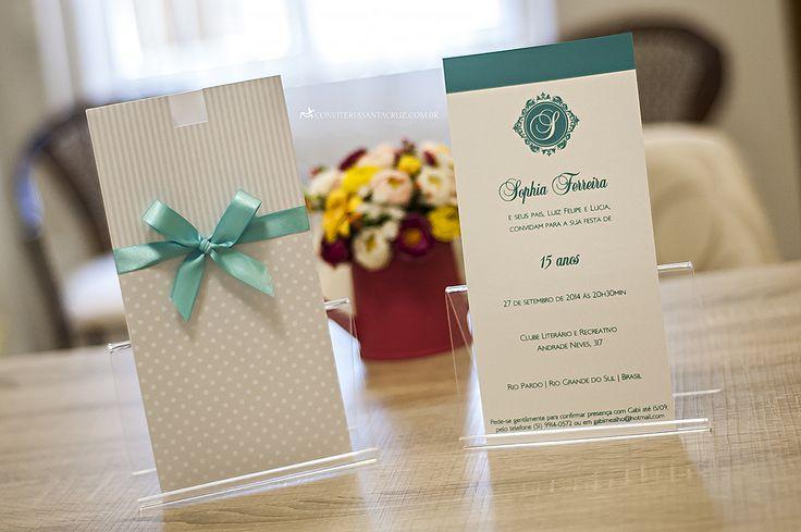 Convite de 15 anos com detalhes em azul Tiffany.