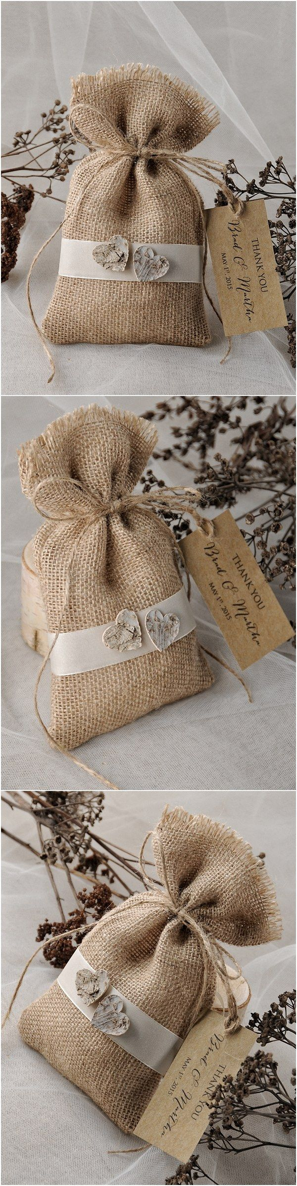 Rustic country burlap wedding favor bags #rusticwedding #weddinggifts #countrywedding