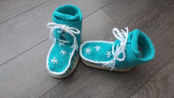18 - 24 mois  chaussons à lacets avec semelle en croûte de cuir doublée. sur Etsy.com/ca/fr/shop/TricotsDiahn