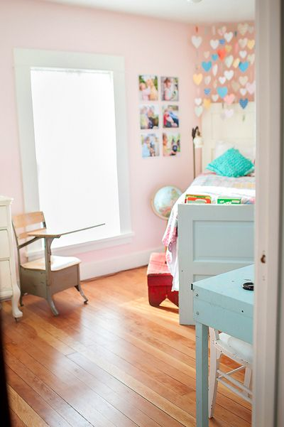 one of the most beautiful little girl rooms I've ever seen : ) From Karen Russell.