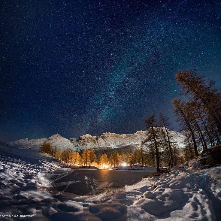 The Grande Mourailles in #cervinia and the #milkyway #alps #night #photooftheday #nightphotography #amazing #moutainside #mountains #snow #aostavalley @best.mountain.artists @valledaostaimmaginiemozioni @igersvalledaosta #stars #alpinmood #imagine #instanight #alpinevillage #nightinpired #alpsinspiration #alpi #breuilcervinia #lac