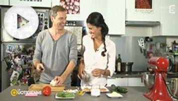 Cette fois c'est Thomas Hugues qui est venu donner à Farida un cours de cuisine thaï à domicile avec son poulet au lait de coco et aux légumes.