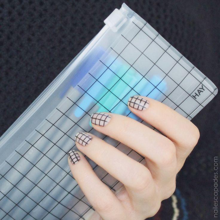 Grid nail art