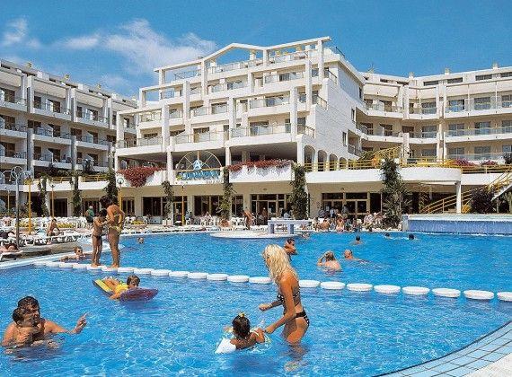 Aquamarina Beach Cancún hotel todo incluido, ideal para ir con los niños y además se encuentra cerca de todo como centros comerciales, antros y mucho más.