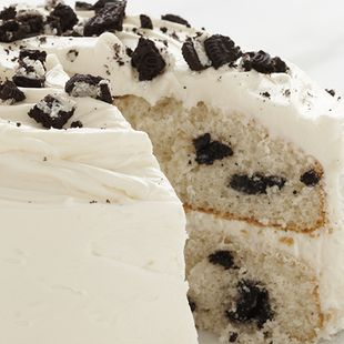 Cookies & Creme Cake: Layers of rich, moist Duncan Hines Classic White Cake with creamy, yet crunchy, cookie chunks. Is it a cake or a cookie? One piece of this Cookies & Creme Cake is simply not enough to decide.