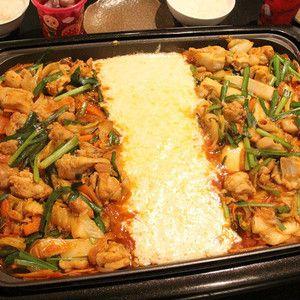 ホットプレートでチーズタッカルビを作ろう!! by みきママさん | レシピブログ - 料理ブログのレシピ満載! チーズがたっぷりの夢のチーズタッカルビです!!タッカルビは、鶏のもも肉と野菜を、甘辛いコチュジャンをベースにしたタレをかけて鉄板の上で炒めて食べる韓国料理です。ホットプレートで簡単に作れるようにしま...