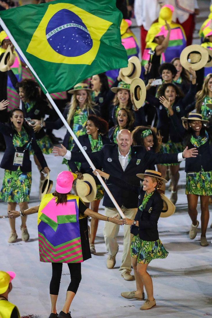Olimpiada Rio - 2016. Cerimônia de abertura da Olimpíada. Yane Marques, do pentatlo moderno, liderou…