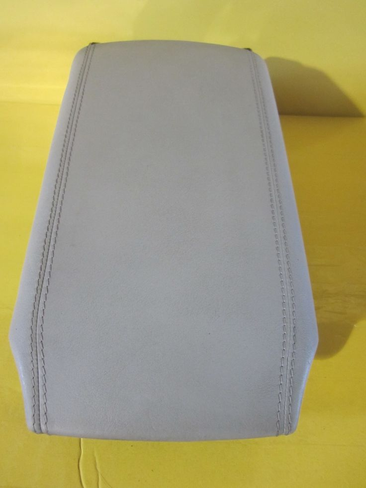 00-06 mercedes cl500 cl55 cl600 W215 center  armrest gray color.