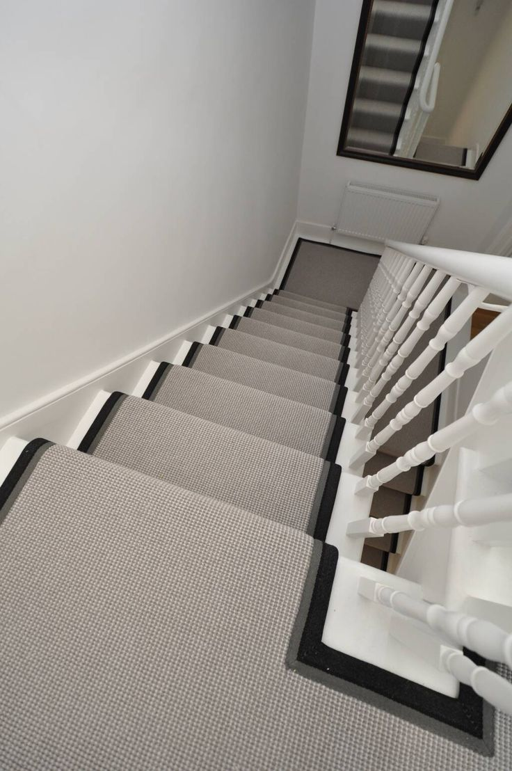 'Mexico' Two-tone wool carpet bound as stair runner