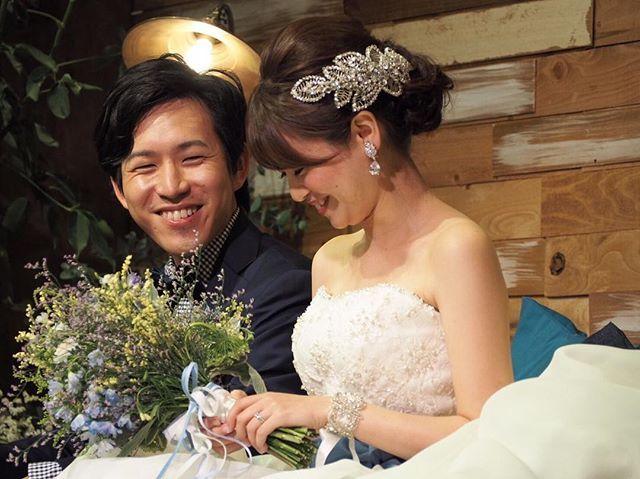 披露宴のコーディネート 披露宴では、ジェニーパッカムのボンネと、ブライダルホリックのブレスレット、イヤリングを付けました❤️ ウエストには、ブルーのサッシュリボンを巻いてイメージチェンジ✨ この写真、ばっちりアクセサリーが映ってるからお気に入り✨✨ @juliebridal.jp #trunk #trunkbyshotogallery #alllush2016 #カフェ #コンセプトウェディング #オリジナルウェディング #marry #2016swd #wedding #ウェディングソムリエアンバサダー #高砂 #卒花レポ #西海岸風 #卒花 #LOVE #テラス #レゴ #映画 #ゲストテーブル #ジェニーパッカム #アカシア #ブライダルホリック #ブレスレット #ボンネ #サッシュリボン #テーマカラー #marry本撮影アイテム #ウェディングニュース #marry花嫁図鑑 #marry本指示書用写真