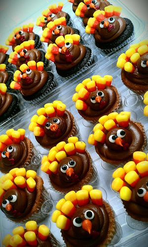 Turkey cupcakes - is there no end to the usefulness of candy corn?  It just makes me happy !