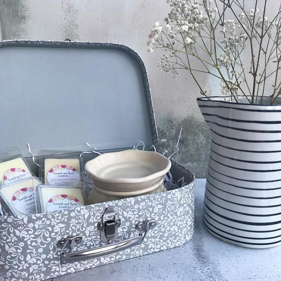Wax Melts Gift Set (Large) | Large Grey Floral Suitcase Wax Warmer Gift Set with 4 x packets of Wax Melts plus 1 x Cream Electric Wax Warmer | Birthday Gift Set This Large Floral Suitcase Gift Set comprises a lovely Cream Electric Wax Warmer and 4 packets of beautifully scented