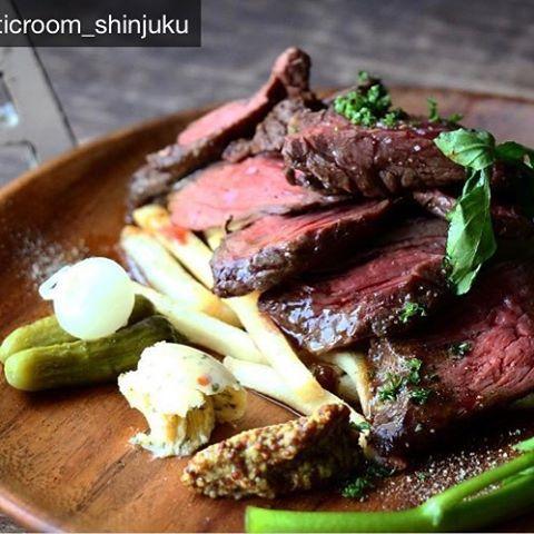 牛ハラミのタリアータ @atticroom_shinjuku  #cafe #カフェ #新宿 #新宿カフェ #新宿三丁目 #新宿店 #カフェ巡り #カフェディナー #肉 #タリアータ #夜カフェ #今月のオススメ #recommended #カフェ好きな人と繋がりたい #ディナータイム #ディナーメニュー #instafood #instafood #instacafe
