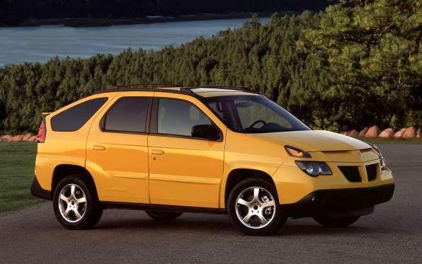 2001 Pontiac Aztek front three quarter - Provided by MotorTrend Latino