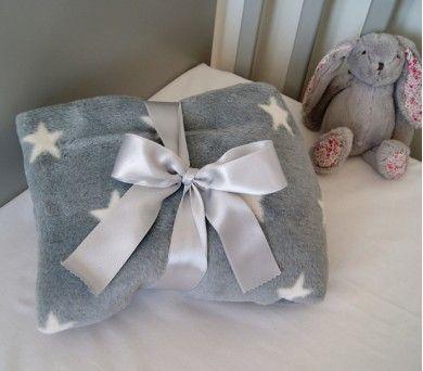 Bebekler için yumuşacık polar battaniye! #bebek #polar #battaniye http://www.kidomino.com/gri-yildizli-polar-battaniye