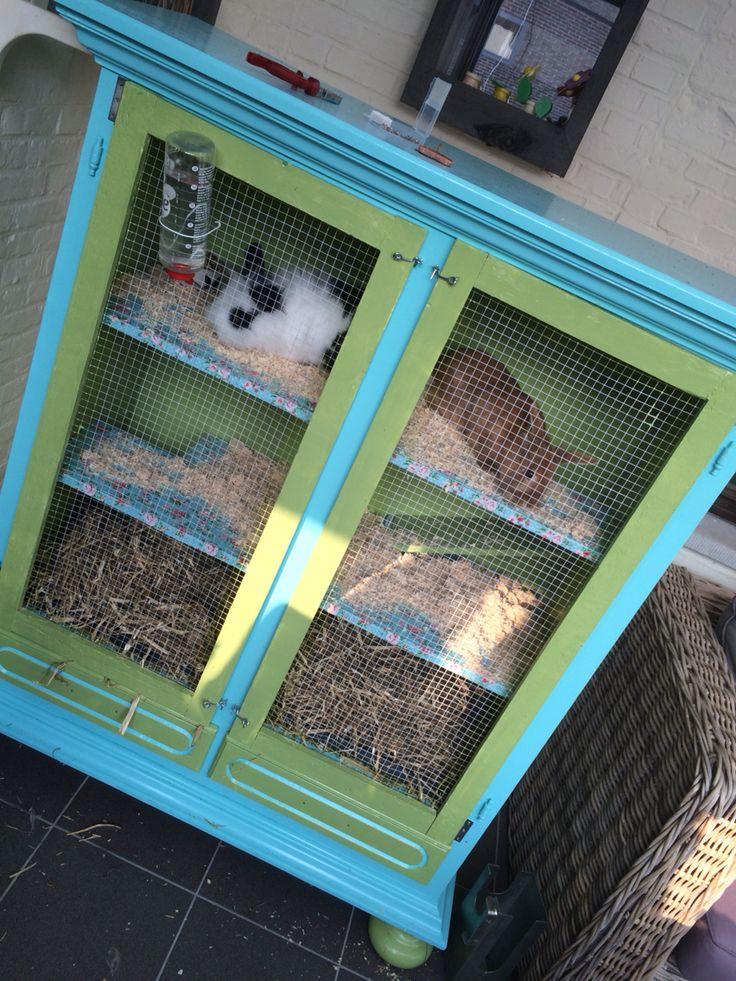 Konijnenkast konijnenhok zelf gemaakt en gepimpt van een oude tv kast super leuk te maken - Planken maken in een kast ...