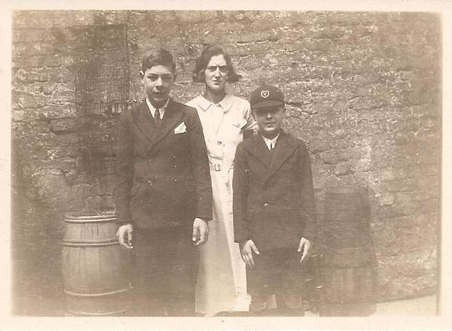 Bert and Ronnie Wass with their mum, Edith. Abt 1935.