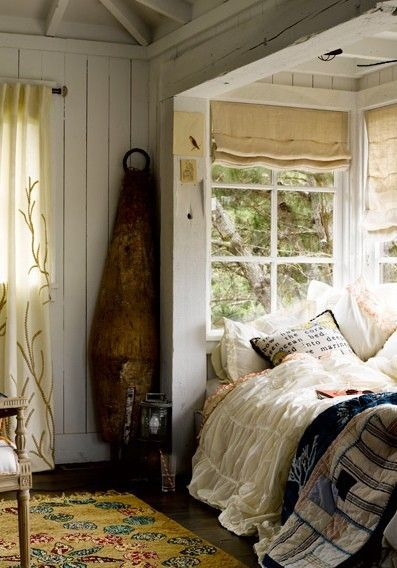 bed in a window alcove. This would be dreamy to have, especially on a stormy day with a good book.: Idea, Dream, Cottage, House, Place, Bedroom, Nooks