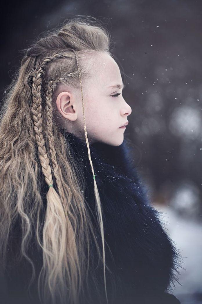 vikings inspiré tressé cheveux longs portrait d'hiver