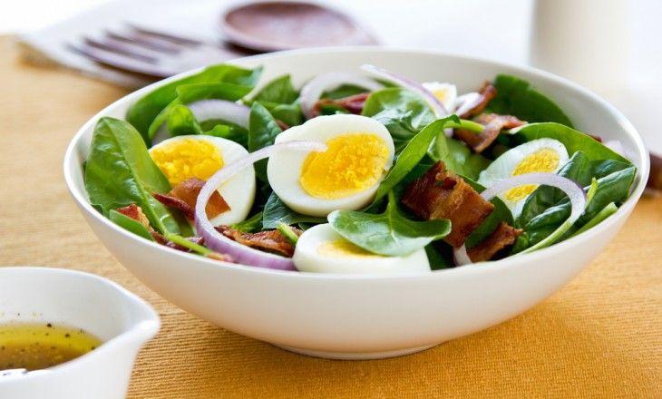 Så enkelt men alltid lika gott och nyttigt. En mättande sallad utan en massa kolhydrater och krusiduller.
