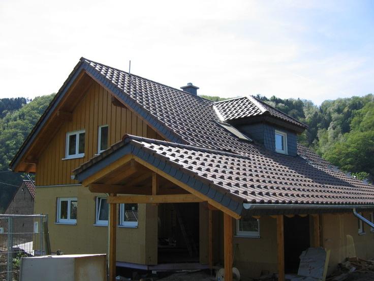 carport mit asymmetrischem dach steildacheindeckung der zimmerei dachdeckerei junker brandt. Black Bedroom Furniture Sets. Home Design Ideas