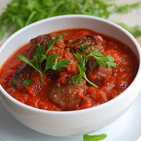 Rajčato-papriková omáčka s hovězími kuličkami
