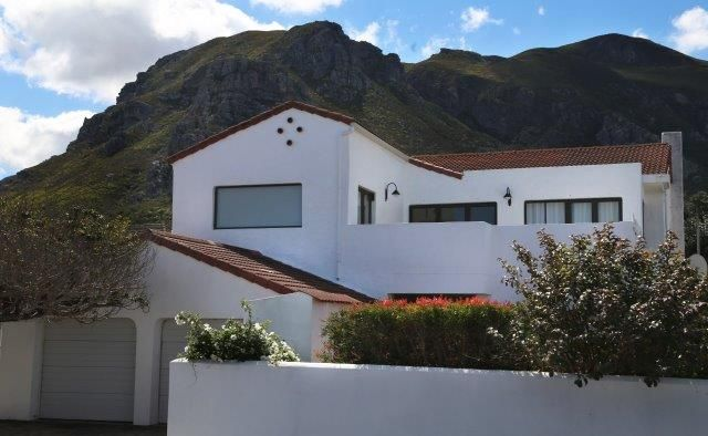 142 on 10th Street: Front view of house. FIREFLYvillas, Hermanus, 7200 @fireflyvillas ,bookings@fireflyvillas.com,  #142on10thStreet #FIREFLYvillas #HermanusAccommodation