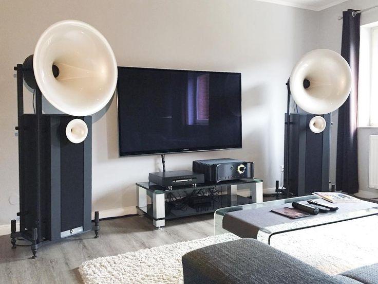 Las Avantgarde Acoustic DUO XD en blanco perlado harán de tu audio en el salón un mundo totalmente paralelo 💥 #audio #hifi #salones #altavoces
