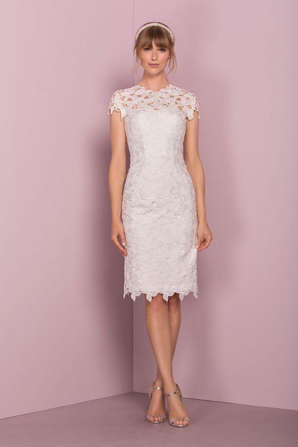 Best 25+ Wedding dress older bride ideas on Pinterest | Older ...