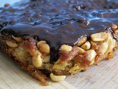 Snickers-kage. Karamellen kan evt. erstattes af kogt kondenseret mælk – det gør opskriften en hele del nemmere:)