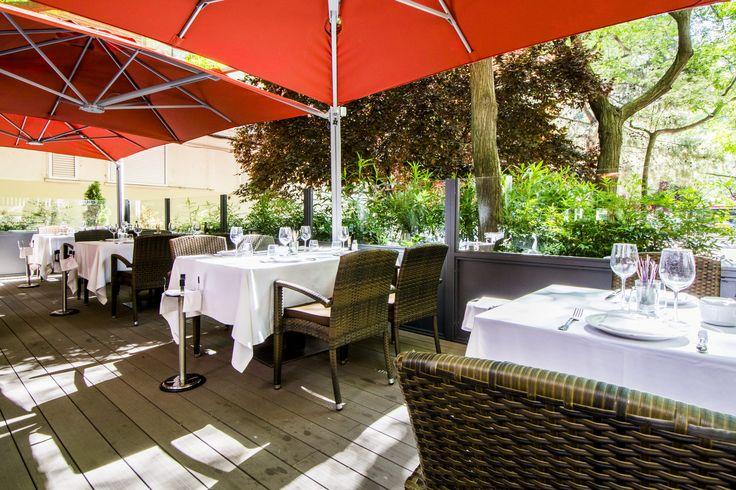 La terraza ajardinada del restaurante Narcisa.