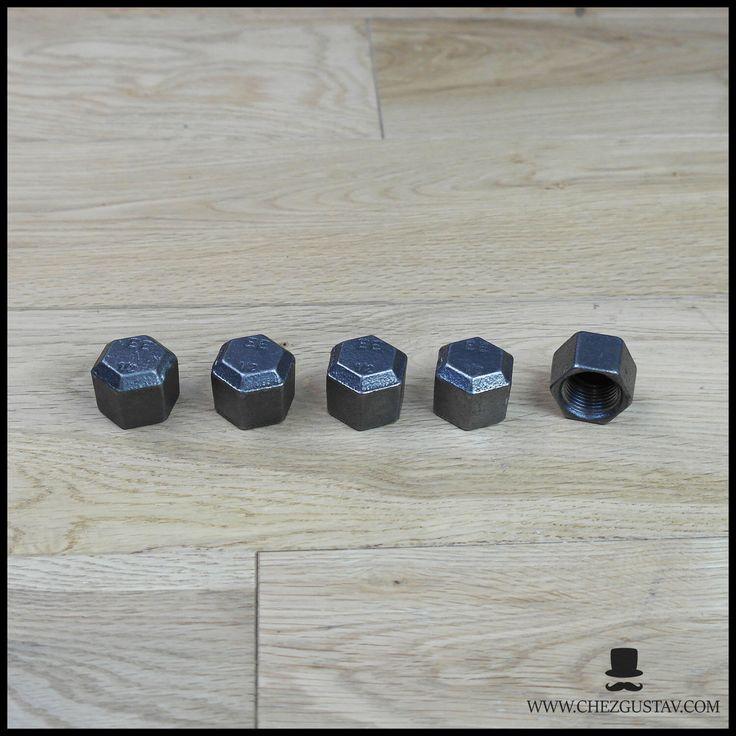 Lot de 5 bouchons femelle - 15/21 mm en fonte noire par ChezGustav sur Etsy https://www.etsy.com/fr/listing/543307744/lot-de-5-bouchons-femelle-1521-mm-en