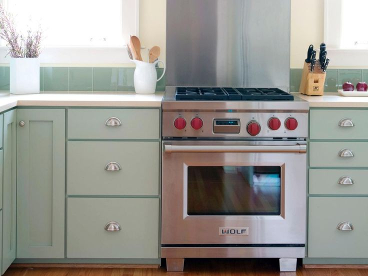 HGTVRemodels' Kitchen Planning Guide offers tips on how to splurge and save on your kitchen renovation.