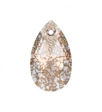 Crystal Rose Patina (001 ROSPA) Ripats 6106 Pirni kujuline SWAROVSKI ELEMENTS.  Uus võluv disain Swarovskilt!   Mineviku ilu ja sära ärkavad ellu läbi imelise Crystal Patina efekti selle depressiivsete toonidega ja suunates vanade aegade hiilgusele. Kontrastiks, suunates tähelepanu tugevate ning julgetele tuleviku suunadele , tekib suurepärane kavand.    Kristall Ripatsid pakutakse mitmeid erinevaid kasutusvõimalusi , näiteks ehete manipuleerimise ja kanga- või sise-rakendusi.