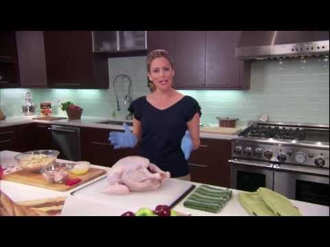 How to Prepare a Turkey: For more tips like this, visit thanksgivingtips.com. An easy-to-understand video that will take you from picking an appropriately-sized turkey to taking a perfectly roasted, stuffed bird from the oven. Watch it if you are a beginner to get a quick overview of the process, or if you're an experienced holiday cook, to get a quick refresher.