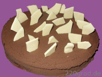 Schokoladenkuchen - Die Anforderungen dieses Rezepts an die backtechnischen Fähigkeiten des häuslichen Bäckers halten sich in Grenzen und dürften auch den Rahmen der üblichen Ausstattung einer jungen Küche nicht sprengen.