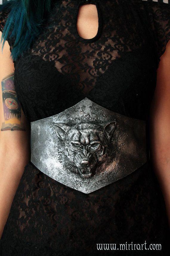 cintura stringivita fantasy, con lupo in rilievo .Armatura in foam (finto metallo) corsetto underbust. Perfetto per larp medievali fantasy