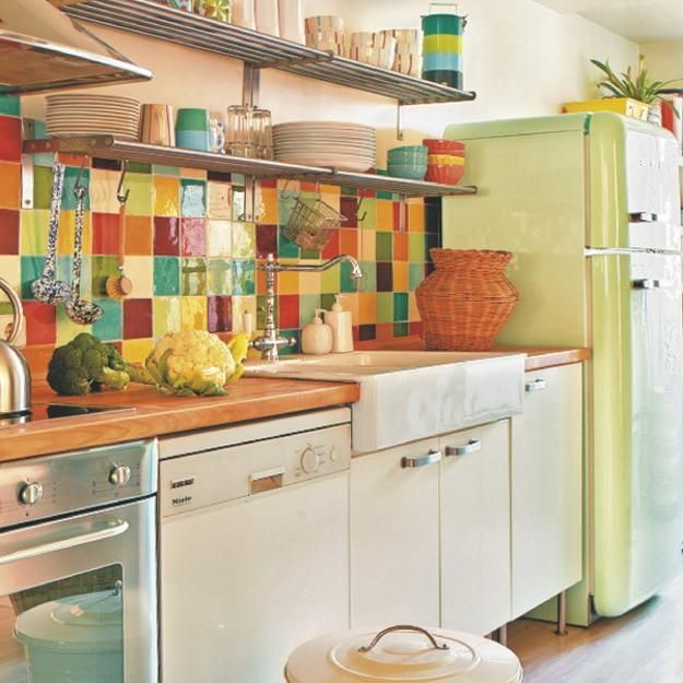 Modern kitchen tiles create beautiful walls and kitchen backsplash designs