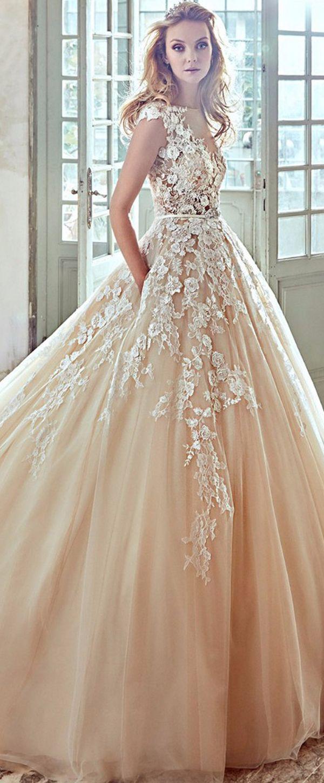 Chic Tulle Bateau Neckline A-Line Wedding Dresses With Lace Appliques