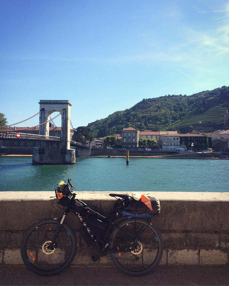 Day 370 - Pont-Saint-Esprit > Tournon-sur-Rhône. Continuing on the very lovely track of the Via Rhona. Let's hope the new saddle can lift our spirit the next days ;)