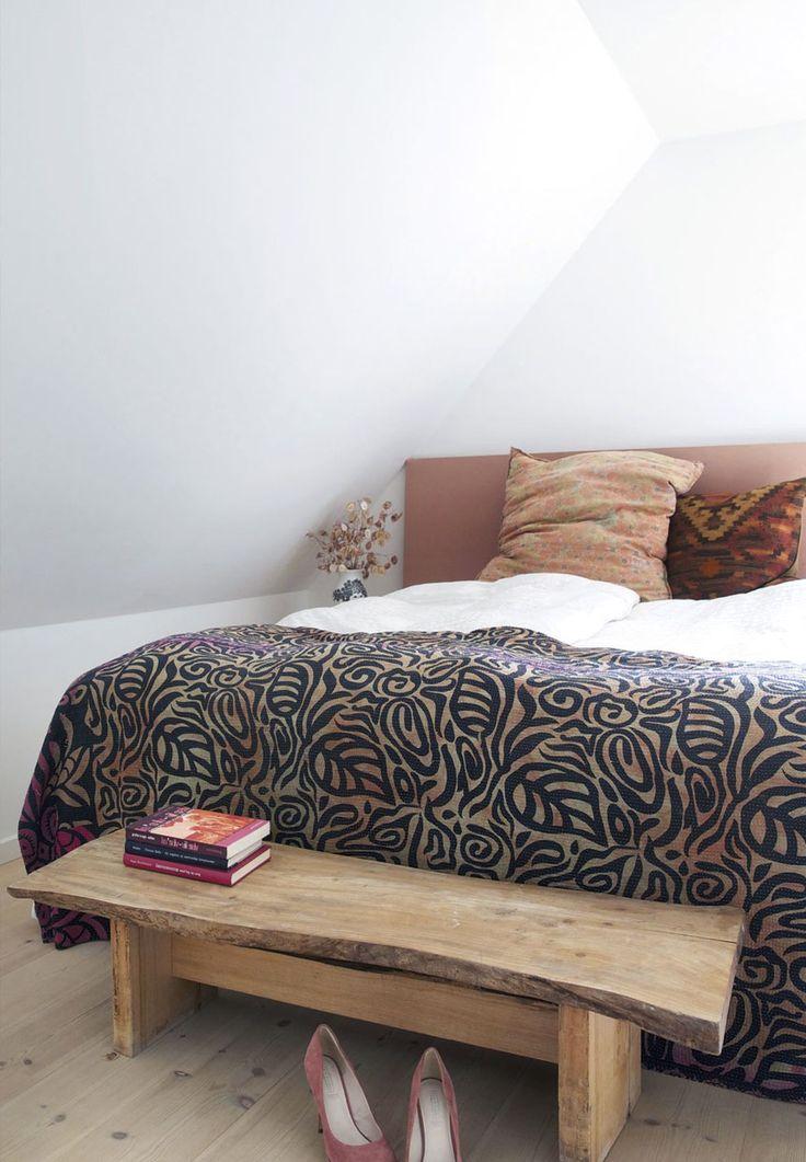 Flot hjemmelavet træbænk til soveværelset
