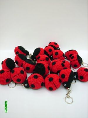 Inspiration.... for tiny key chains...book mark tassels...and the like....Amigurumis en un Click