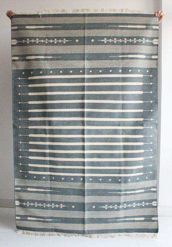 Handmade Rug in Grey 4 x 6 Feet.
