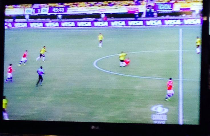 Con expectativa de una buena definición se da inicio al segundo tiempo del partido Colombia -Chile