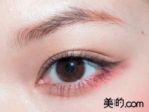 2016秋トレンドメイクは「赤シャドウ」秋メイクのポイント&新作 ... 下瞼のみに使用する方法. 赤アイシャドウ 下まぶた
